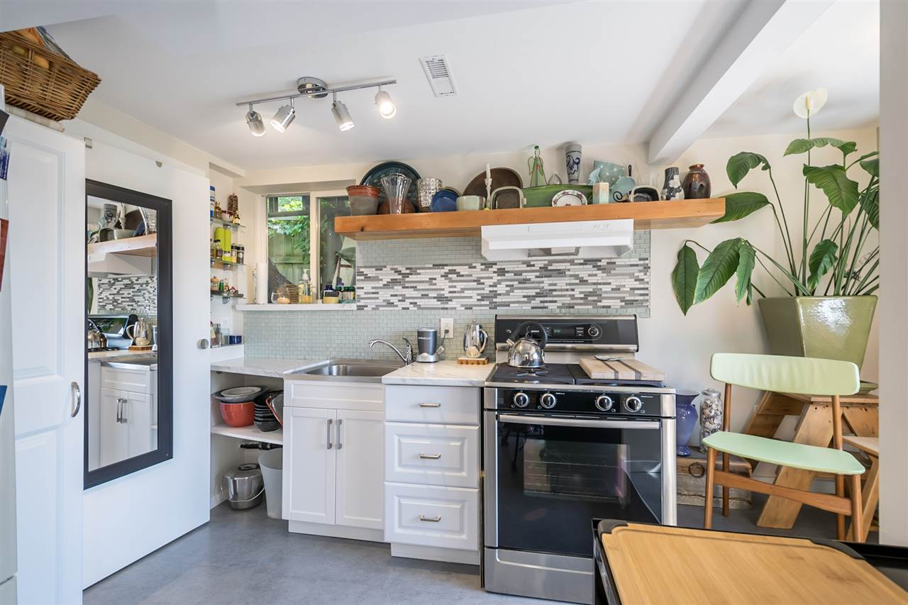Detached at 1302 HAMILTON STREET, New Westminster, British Columbia. Image 3
