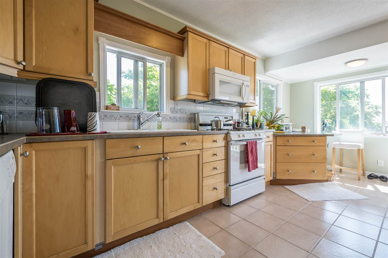 Detached at 1302 HAMILTON STREET, New Westminster, British Columbia. Image 6