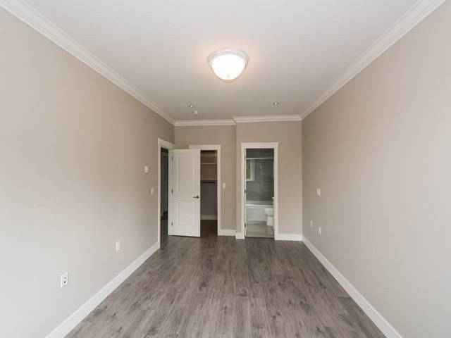 Half-duplex at 6486 BRANTFORD AVENUE, Burnaby South, British Columbia. Image 9