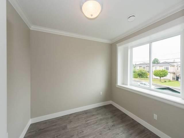 Half-duplex at 6486 BRANTFORD AVENUE, Burnaby South, British Columbia. Image 10