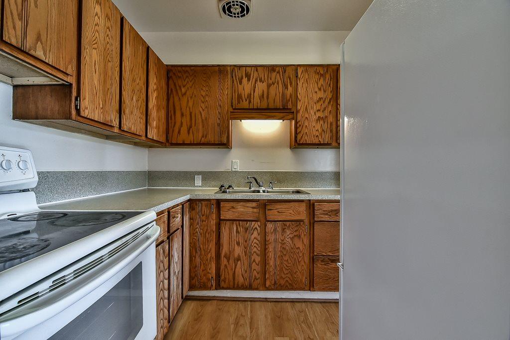 Condo Apartment at 1 1040 PARKER STREET, Unit 1, South Surrey White Rock, British Columbia. Image 3