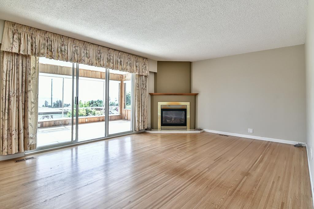 Condo Apartment at 1 1040 PARKER STREET, Unit 1, South Surrey White Rock, British Columbia. Image 4