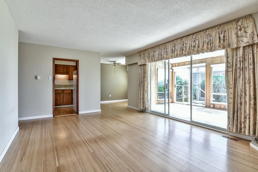 Condo Apartment at 1 1040 PARKER STREET, Unit 1, South Surrey White Rock, British Columbia. Image 5