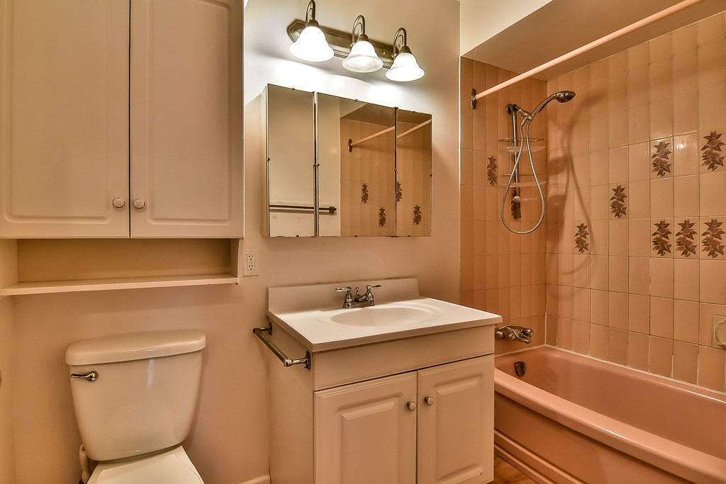 Condo Apartment at 1 1040 PARKER STREET, Unit 1, South Surrey White Rock, British Columbia. Image 8