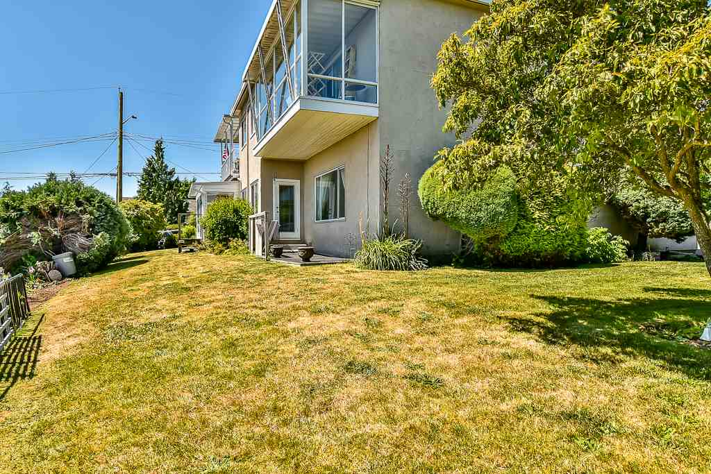 Condo Apartment at 1 1040 PARKER STREET, Unit 1, South Surrey White Rock, British Columbia. Image 19