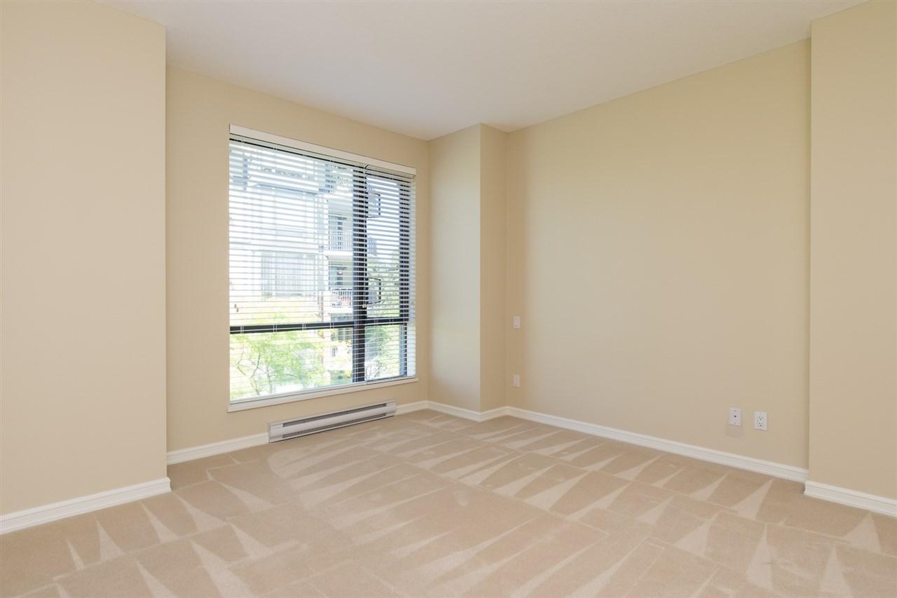 Condo Apartment at 302 1551 FOSTER STREET, Unit 302, South Surrey White Rock, British Columbia. Image 8