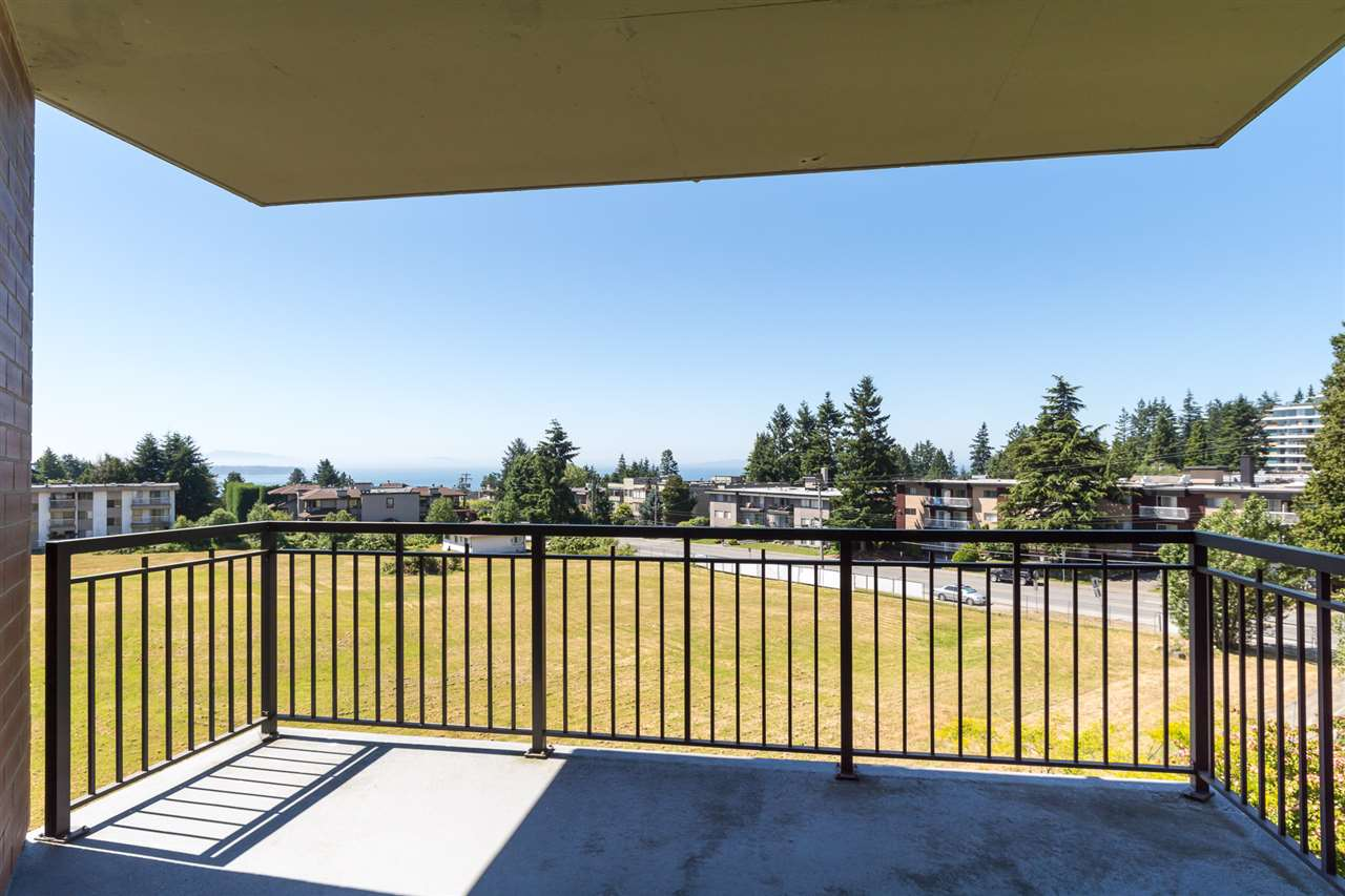 Condo Apartment at 302 1551 FOSTER STREET, Unit 302, South Surrey White Rock, British Columbia. Image 18
