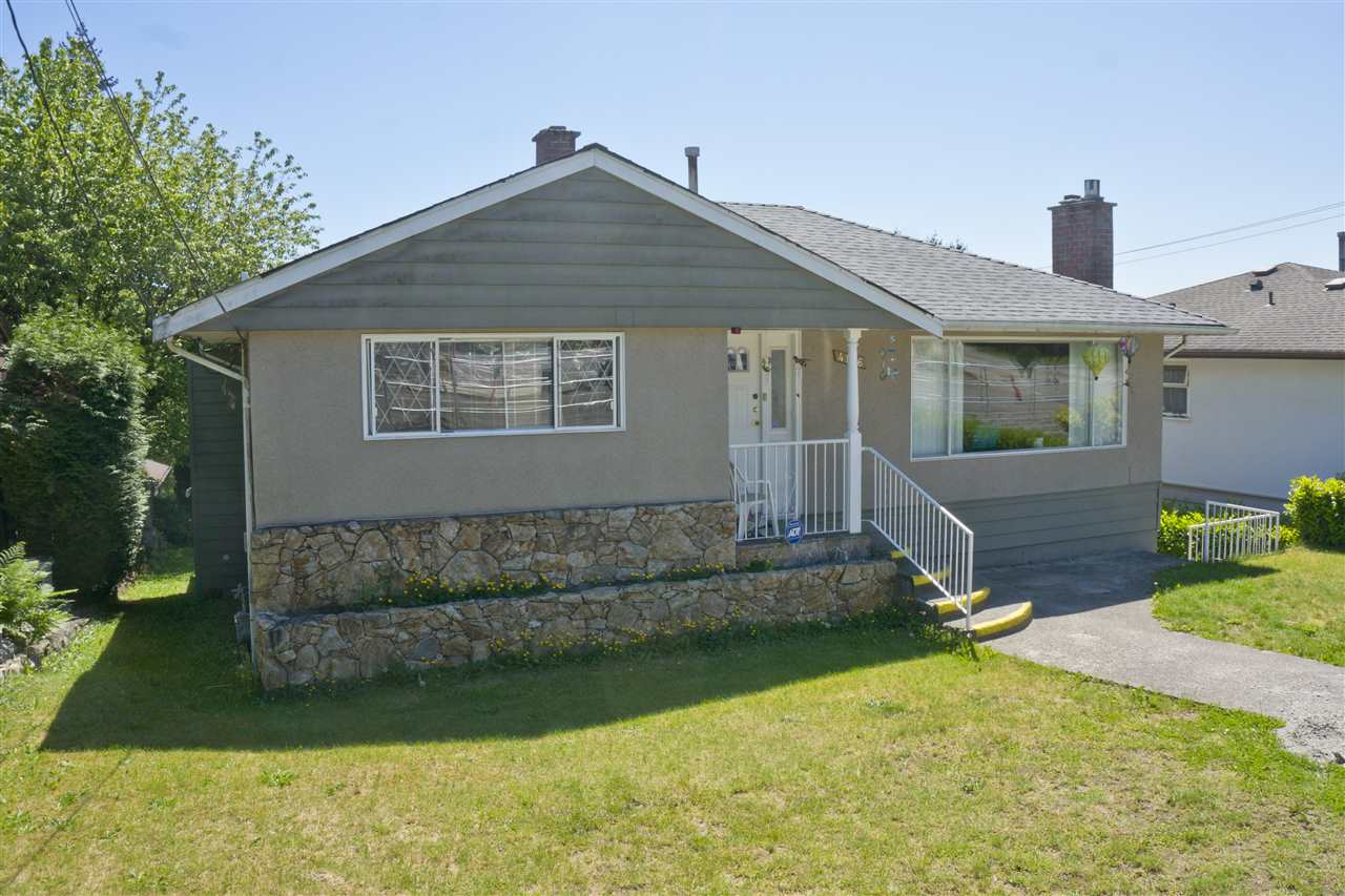 Detached at 4126 RUMBLE STREET, Burnaby South, British Columbia. Image 2