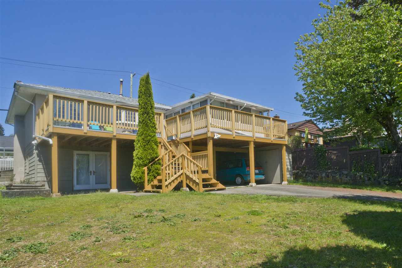 Detached at 4126 RUMBLE STREET, Burnaby South, British Columbia. Image 3