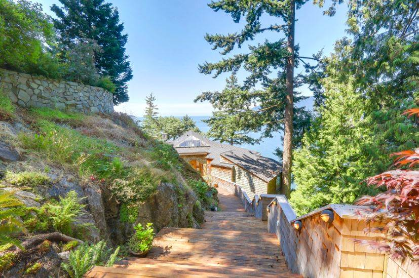 Detached at 6648 MARINE DRIVE, West Vancouver, British Columbia. Image 2