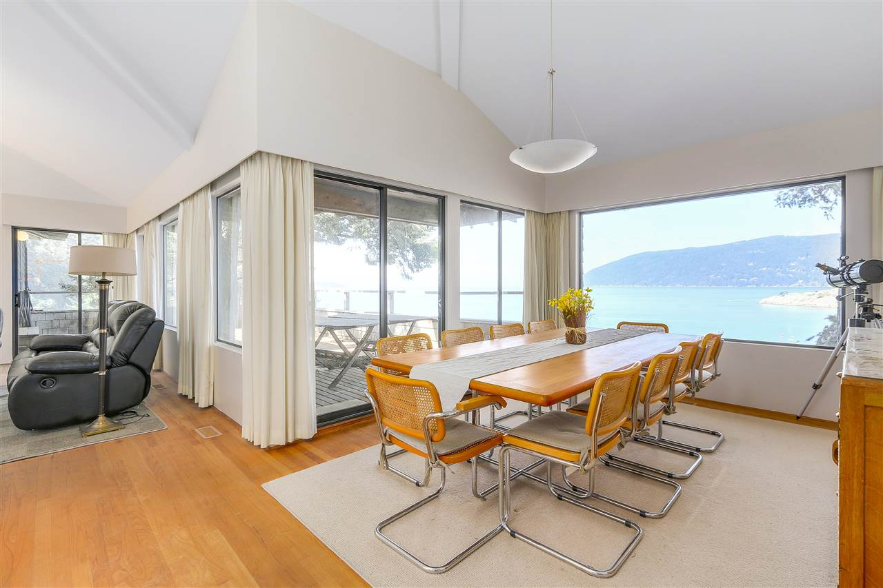 Detached at 6648 MARINE DRIVE, West Vancouver, British Columbia. Image 3