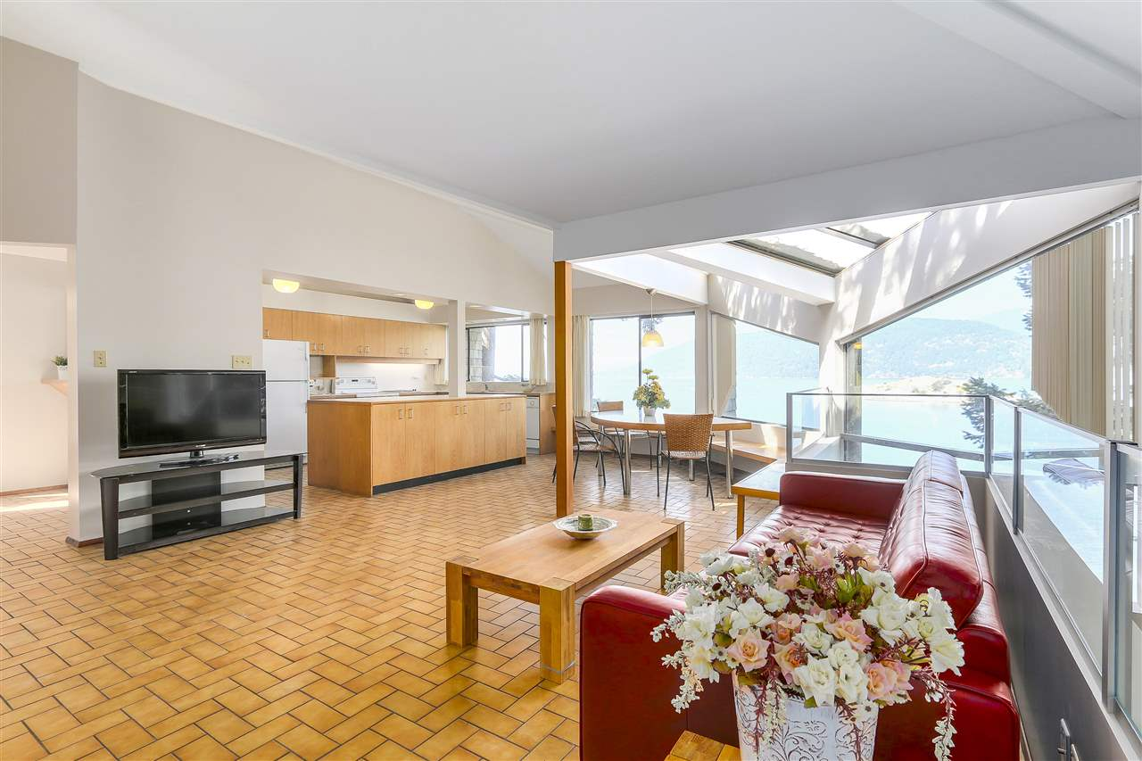 Detached at 6648 MARINE DRIVE, West Vancouver, British Columbia. Image 5