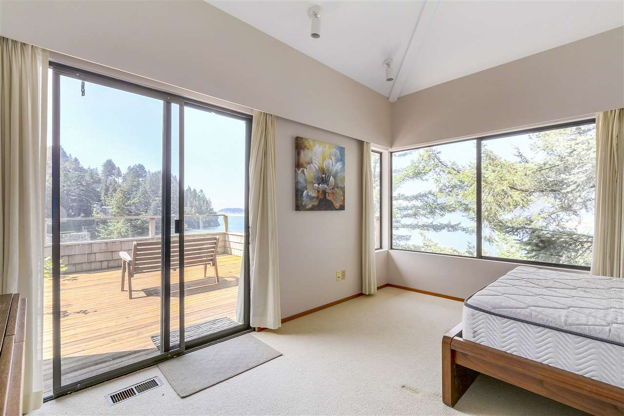 Detached at 6648 MARINE DRIVE, West Vancouver, British Columbia. Image 11