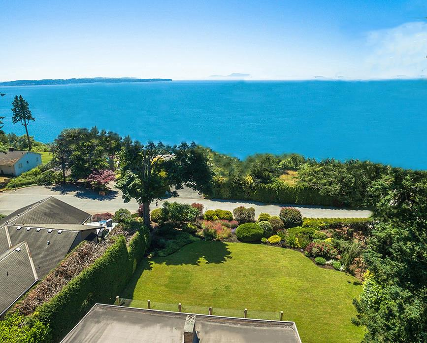 Detached at 1332 133A STREET, South Surrey White Rock, British Columbia. Image 1