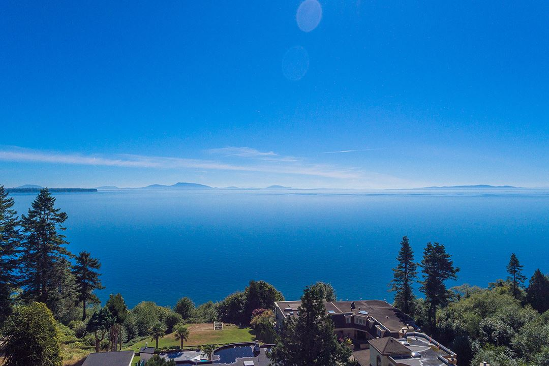 Detached at 1332 133A STREET, South Surrey White Rock, British Columbia. Image 2