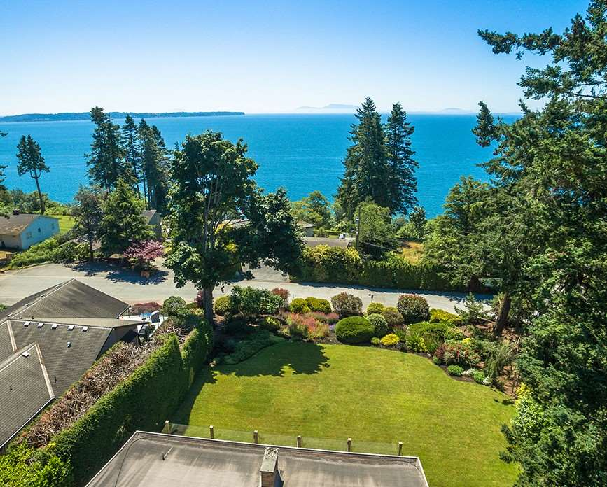 Detached at 1332 133A STREET, South Surrey White Rock, British Columbia. Image 3