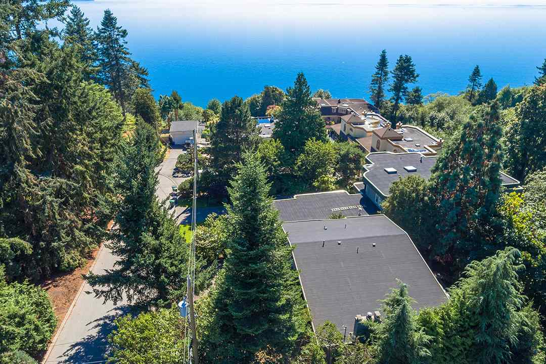 Detached at 1332 133A STREET, South Surrey White Rock, British Columbia. Image 7