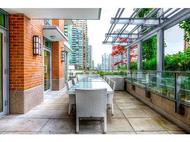 Condo Apartment at 301 535 SMITHE STREET, Unit 301, Vancouver West, British Columbia. Image 4