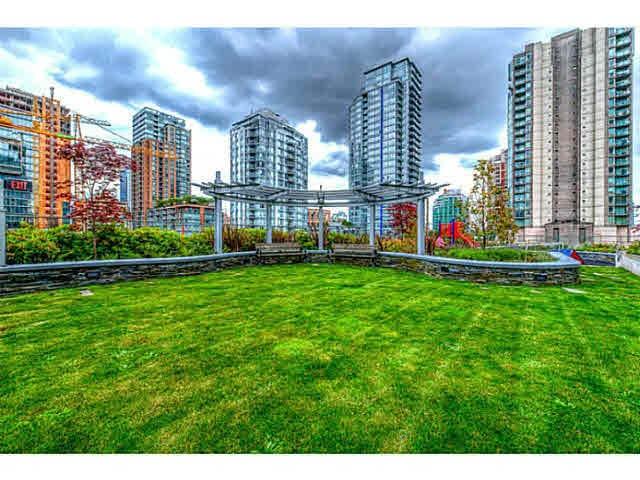 Condo Apartment at 301 535 SMITHE STREET, Unit 301, Vancouver West, British Columbia. Image 9