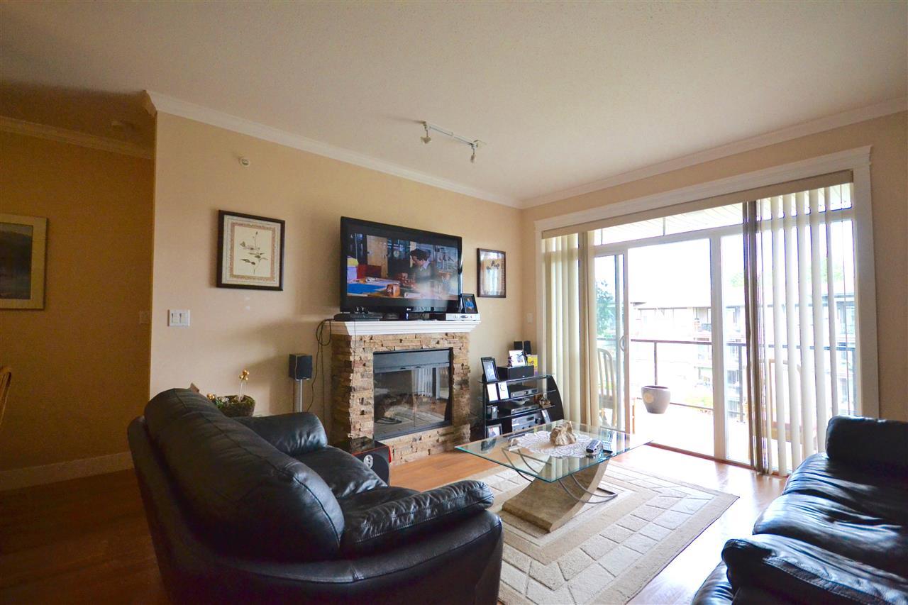 Condo Apartment at 407 2068 SANDALWOOD CRESCENT, Unit 407, Abbotsford, British Columbia. Image 2