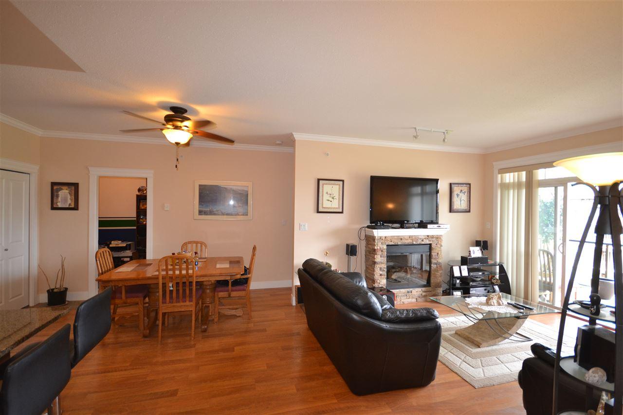 Condo Apartment at 407 2068 SANDALWOOD CRESCENT, Unit 407, Abbotsford, British Columbia. Image 5