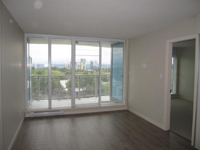 Condo Apartment at 702 13303 103A AVENUE, Unit 702, North Surrey, British Columbia. Image 2