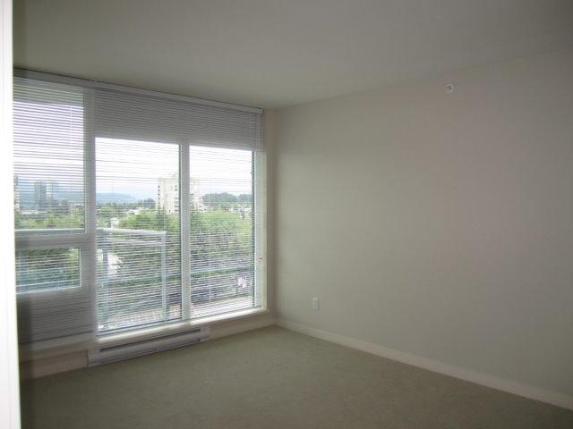 Condo Apartment at 702 13303 103A AVENUE, Unit 702, North Surrey, British Columbia. Image 3