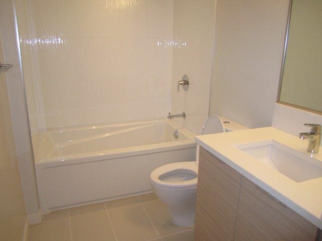 Condo Apartment at 702 13303 103A AVENUE, Unit 702, North Surrey, British Columbia. Image 5