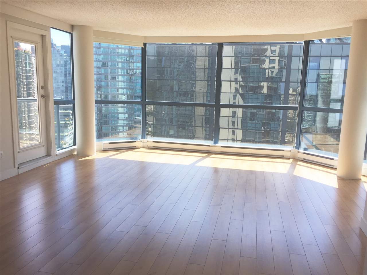 Condo Apartment at 1704 1415 W GEORGIA STREET, Unit 1704, Vancouver West, British Columbia. Image 4