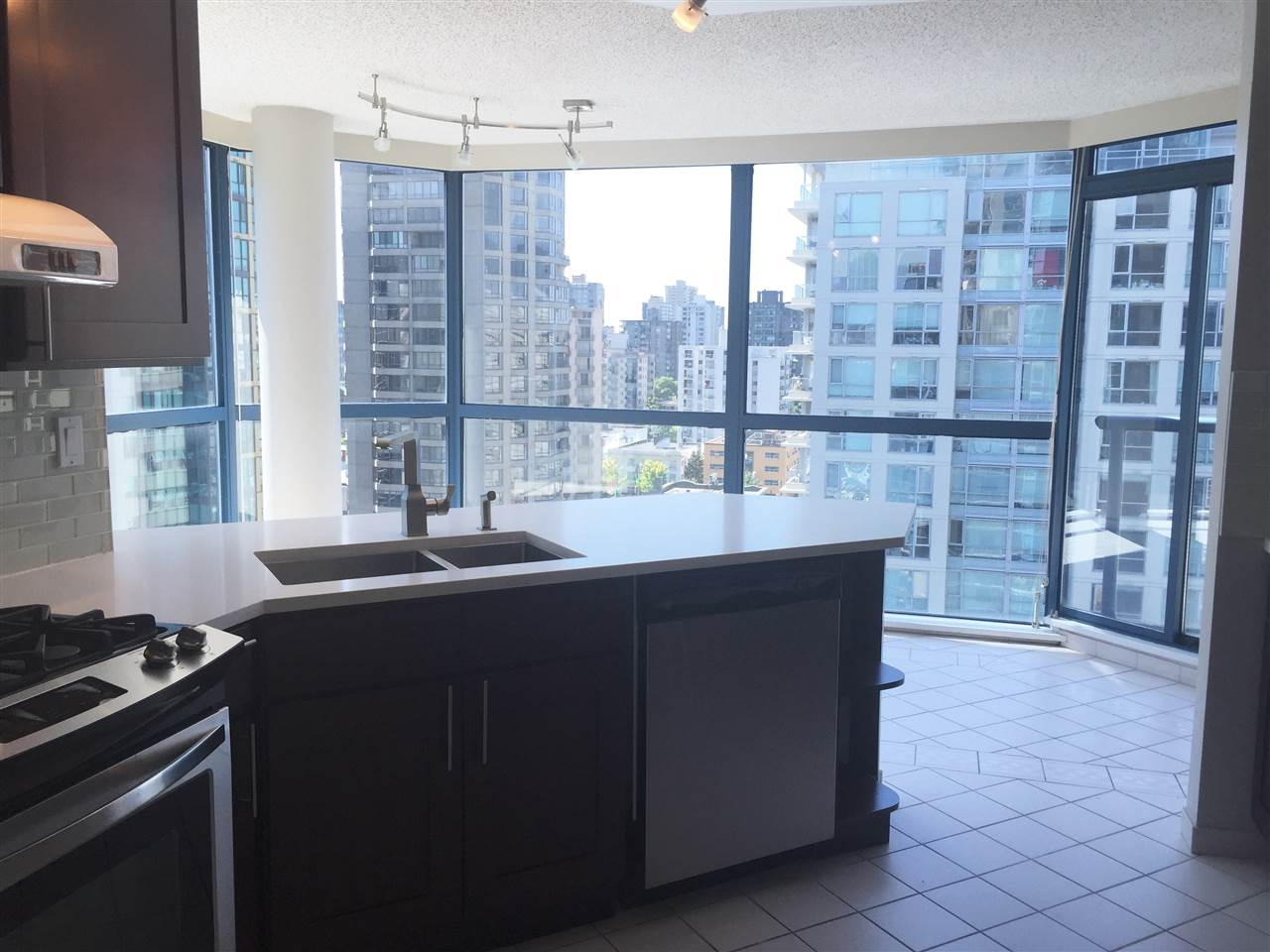 Condo Apartment at 1704 1415 W GEORGIA STREET, Unit 1704, Vancouver West, British Columbia. Image 7