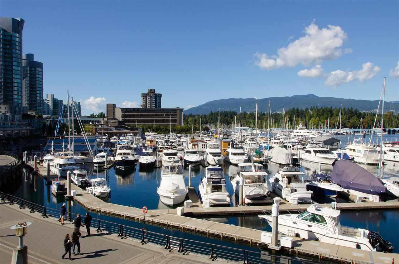 Condo Apartment at 1704 1415 W GEORGIA STREET, Unit 1704, Vancouver West, British Columbia. Image 11