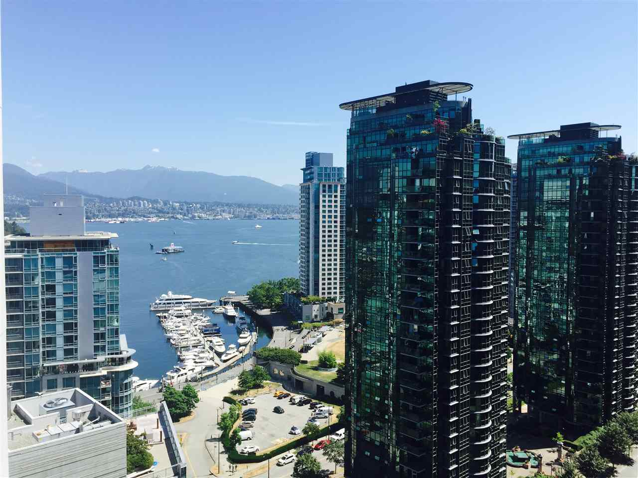 Condo Apartment at 1704 1415 W GEORGIA STREET, Unit 1704, Vancouver West, British Columbia. Image 19