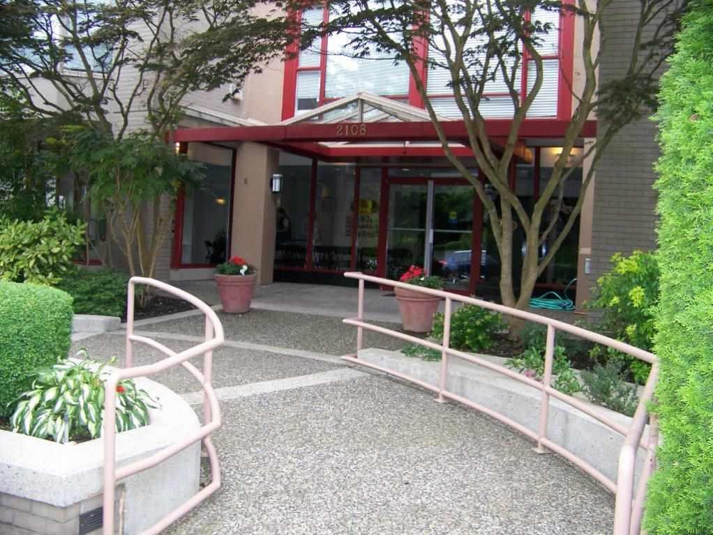 Condo Apartment at 303 2108 W 38TH AVENUE, Unit 303, Vancouver West, British Columbia. Image 3