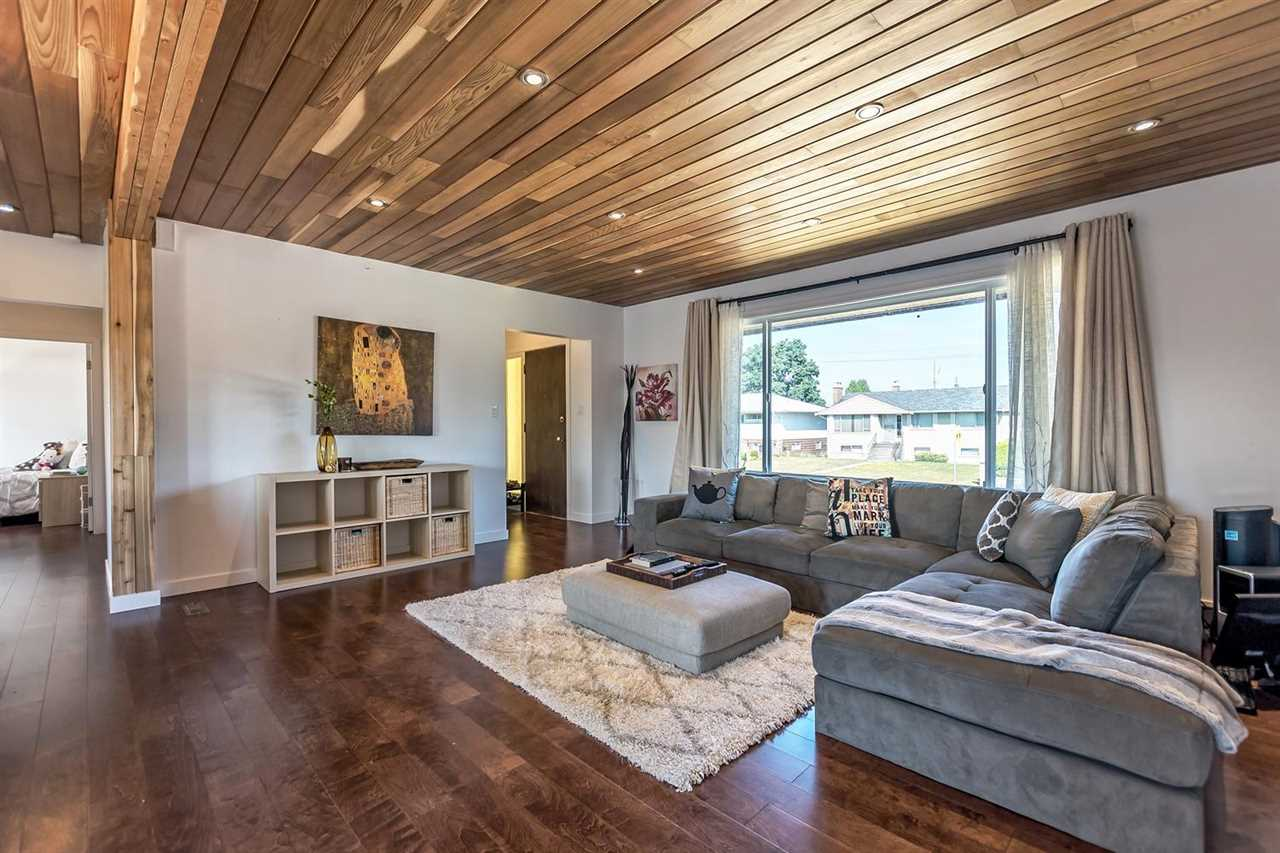 Detached at 7406 IMPERIAL STREET, Burnaby South, British Columbia. Image 3