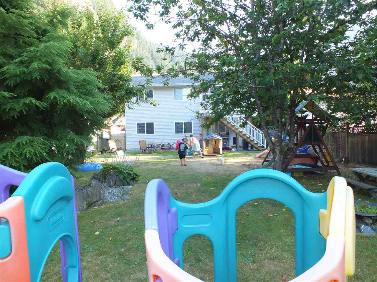 Detached at 63913 OLD YALE ROAD, Hope, British Columbia. Image 16