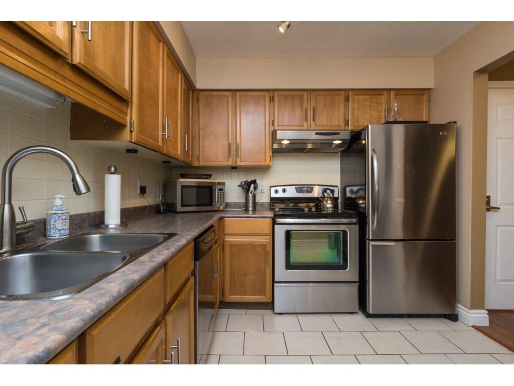 Condo Apartment at 517 1350 VIDAL STREET, Unit 517, South Surrey White Rock, British Columbia. Image 3