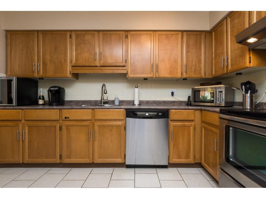 Condo Apartment at 517 1350 VIDAL STREET, Unit 517, South Surrey White Rock, British Columbia. Image 4