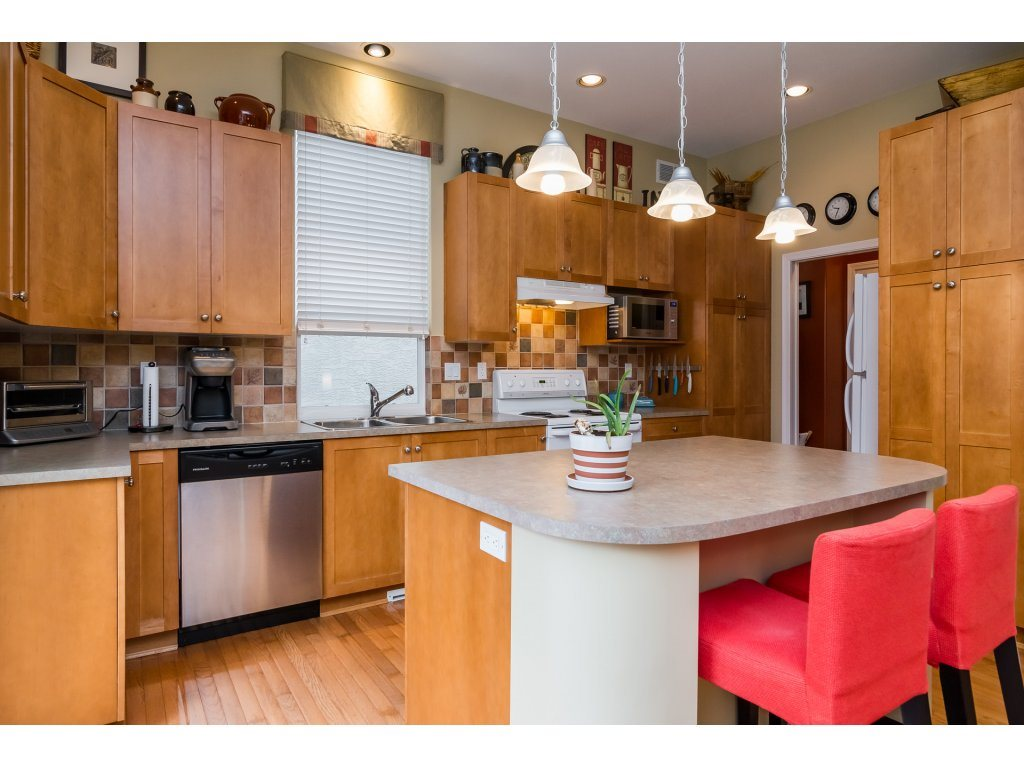 Detached at 3419 ROSEMARY HEIGHTS CRESCENT, South Surrey White Rock, British Columbia. Image 9