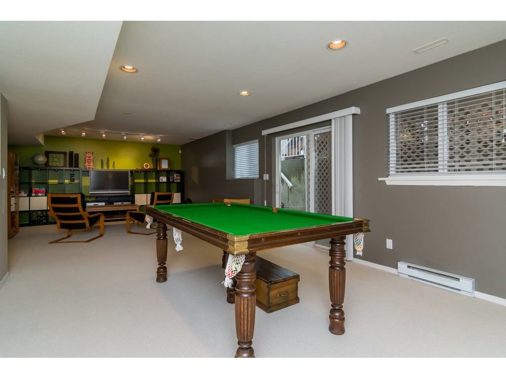 Detached at 3419 ROSEMARY HEIGHTS CRESCENT, South Surrey White Rock, British Columbia. Image 17