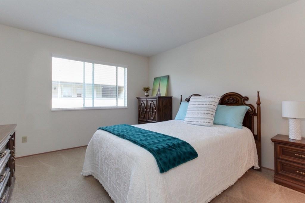 Condo Apartment at 205 1441 BLACKWOOD STREET, Unit 205, South Surrey White Rock, British Columbia. Image 12