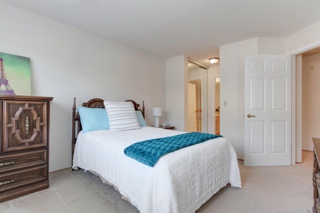 Condo Apartment at 205 1441 BLACKWOOD STREET, Unit 205, South Surrey White Rock, British Columbia. Image 13