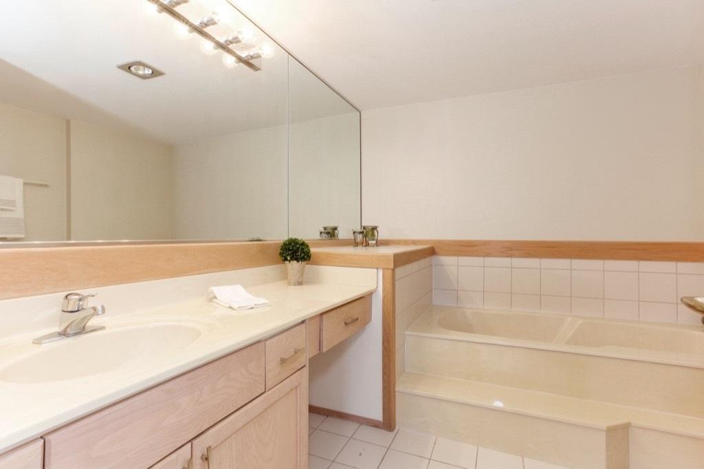 Condo Apartment at 205 1441 BLACKWOOD STREET, Unit 205, South Surrey White Rock, British Columbia. Image 14
