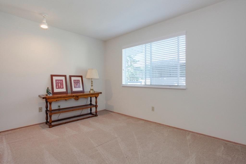Condo Apartment at 205 1441 BLACKWOOD STREET, Unit 205, South Surrey White Rock, British Columbia. Image 16