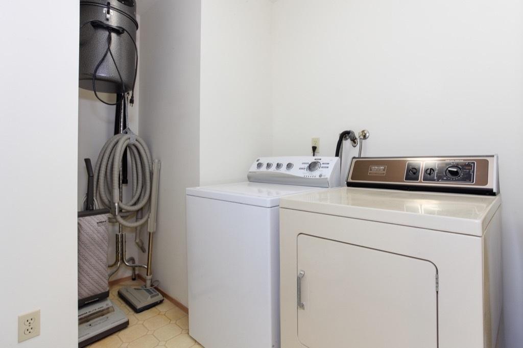 Condo Apartment at 205 1441 BLACKWOOD STREET, Unit 205, South Surrey White Rock, British Columbia. Image 18