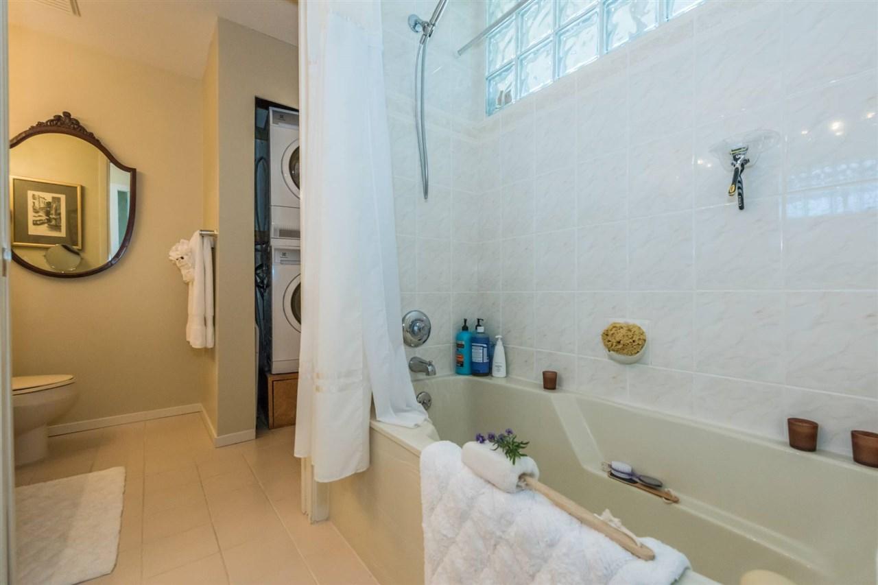 Condo Apartment at 1001 570 18TH STREET, Unit 1001, West Vancouver, British Columbia. Image 12