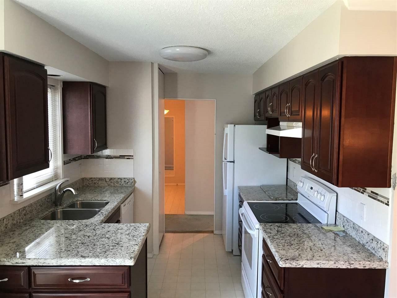 Condo Apartment at 303 1351 MARTIN STREET, Unit 303, South Surrey White Rock, British Columbia. Image 4