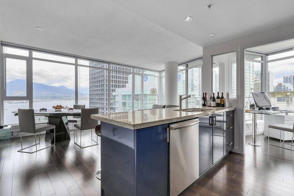 Condo Apartment at 2204 1188 W PENDER STREET, Unit 2204, Vancouver West, British Columbia. Image 2