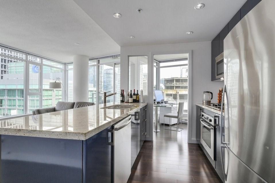 Condo Apartment at 2204 1188 W PENDER STREET, Unit 2204, Vancouver West, British Columbia. Image 9