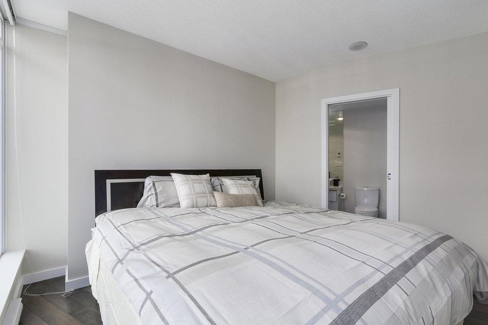 Condo Apartment at 2204 1188 W PENDER STREET, Unit 2204, Vancouver West, British Columbia. Image 18