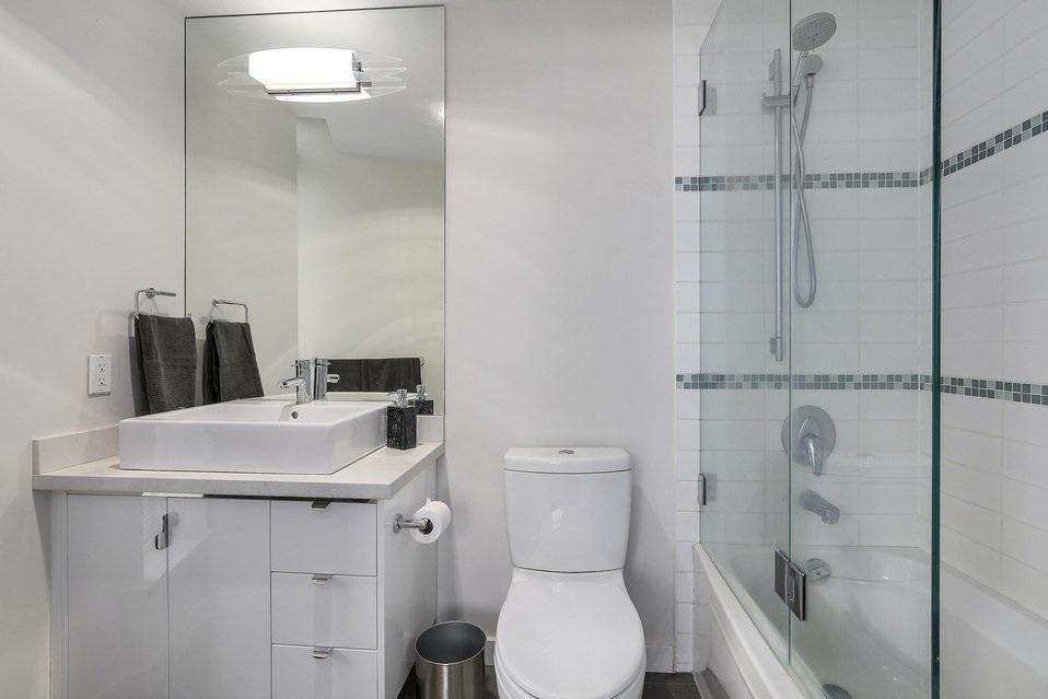 Condo Apartment at 2204 1188 W PENDER STREET, Unit 2204, Vancouver West, British Columbia. Image 19